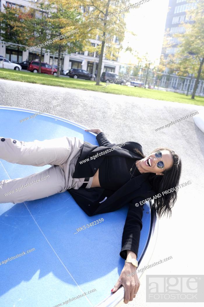 Imagen: Brazilian woman in playground, Munich, Germany.