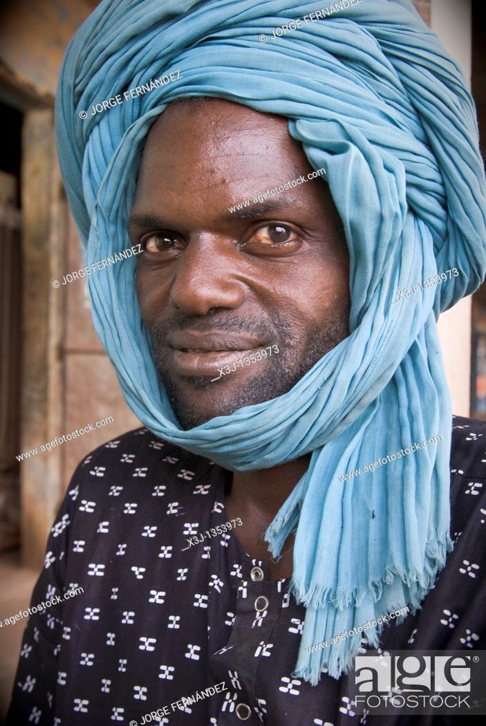 Stock Photo: Man with turban looking to the camera, Senegal, Africa.
