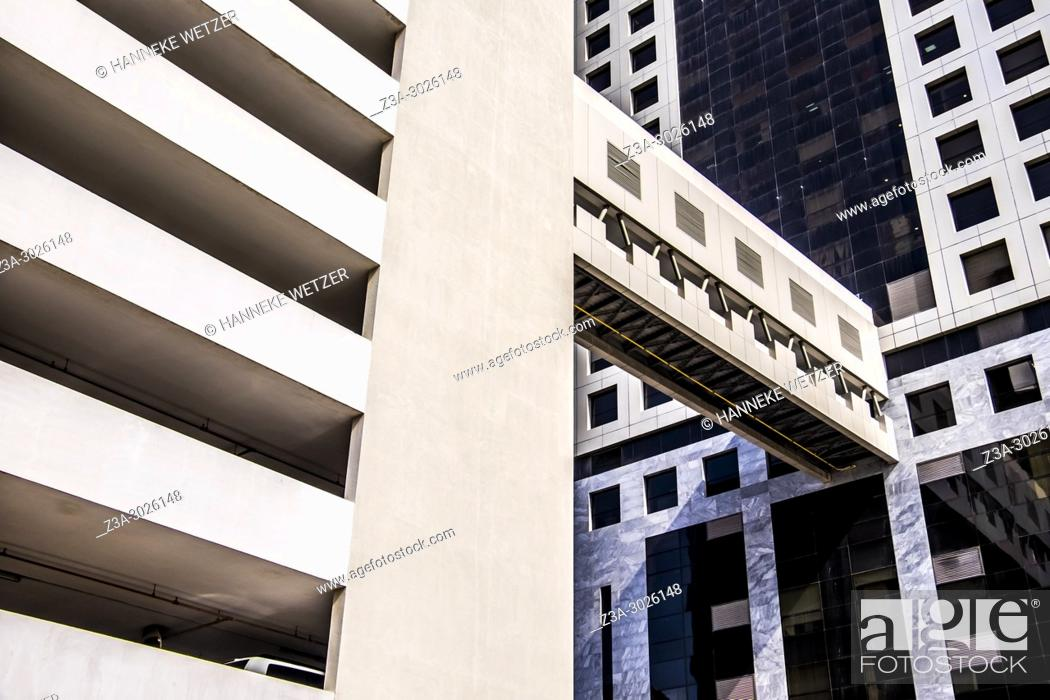 Imagen: Modern architecture at the WTC in Dubai, UAE.