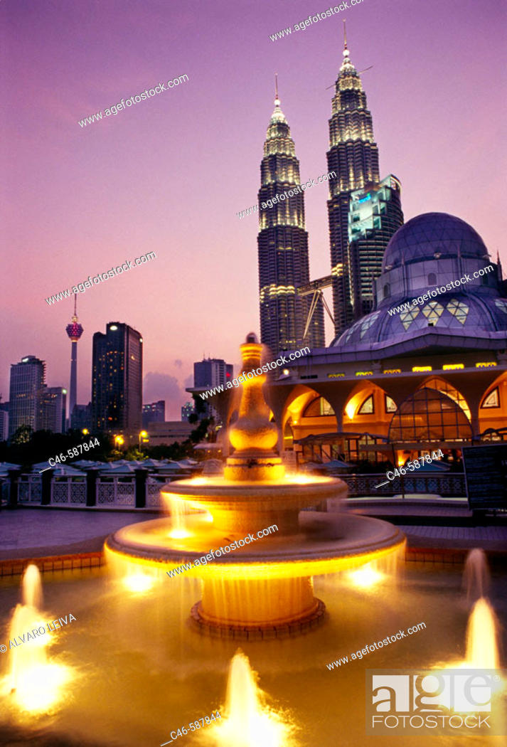 Stock Photo: Petronas twin towers (the tallest building in the world), Asy-Syakirin Mosque in the KLCC Park in foreground. Kuala Lumpur. Malaysia.