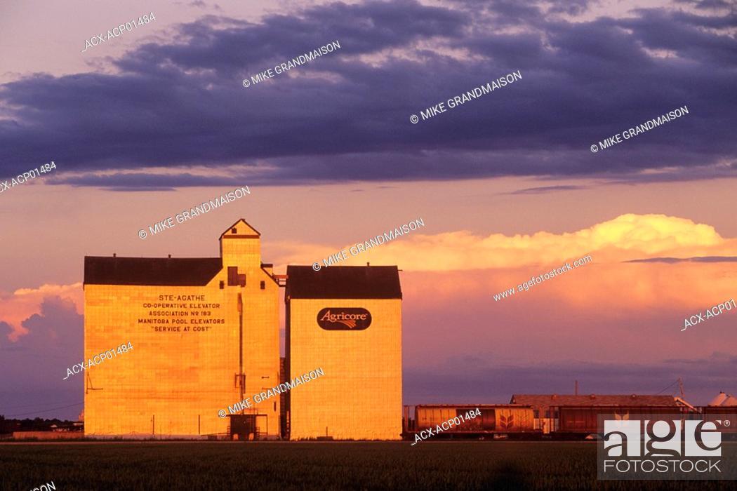 Stock Photo: Grain elevator, Saint Agathe, Manitoba, Canada.
