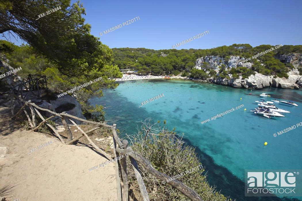 Imagen: The footpath along Cala Macarella in Menorca, Balearic Islands, Spain.