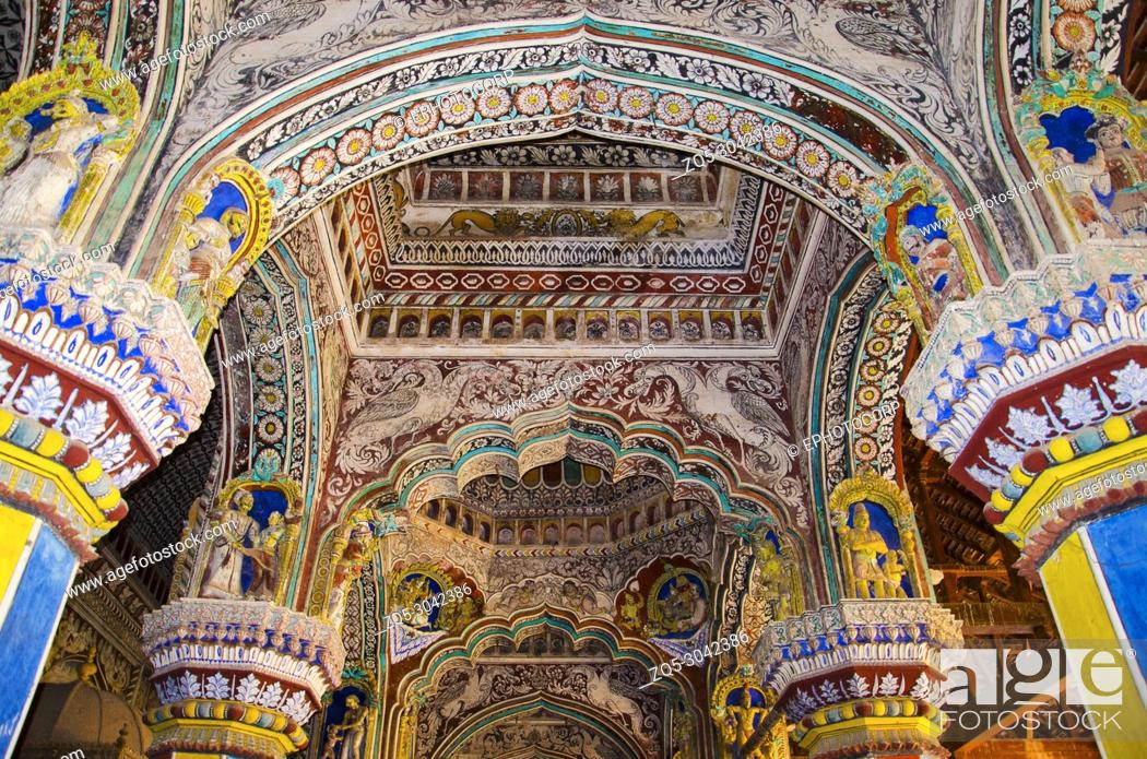Photo de stock: Colorful paintings on ceiling wall of Darbar Hall of the Thanjavur Maratha palace, Thanjavur, Tamil Nadu, India. Known locally as residence of the Bhonsle.
