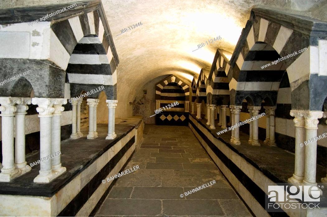Imagen: San Fruttuoso near Portofino Riviera di Levante Liguria Italy monastry graves in the tombs of the Doria familiy.