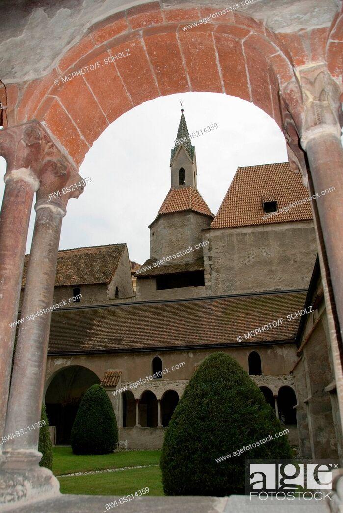 Imagen: cross-coat, arcades, Church of Our Lady, Italy, Trentino-Suedtirol, Brixen.