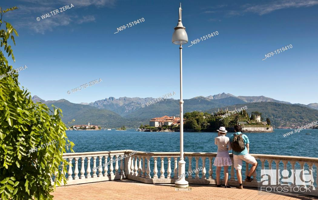 Stock Photo: Couple on the Isola Bella, Lake Maggiore, Italy.