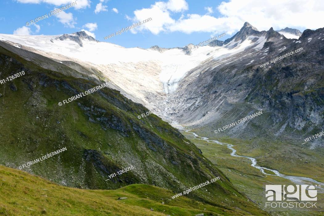 Stock Photo: Glacier in summer in the austrian alps, Zillertal. Shot close to the Berliner Hütte.