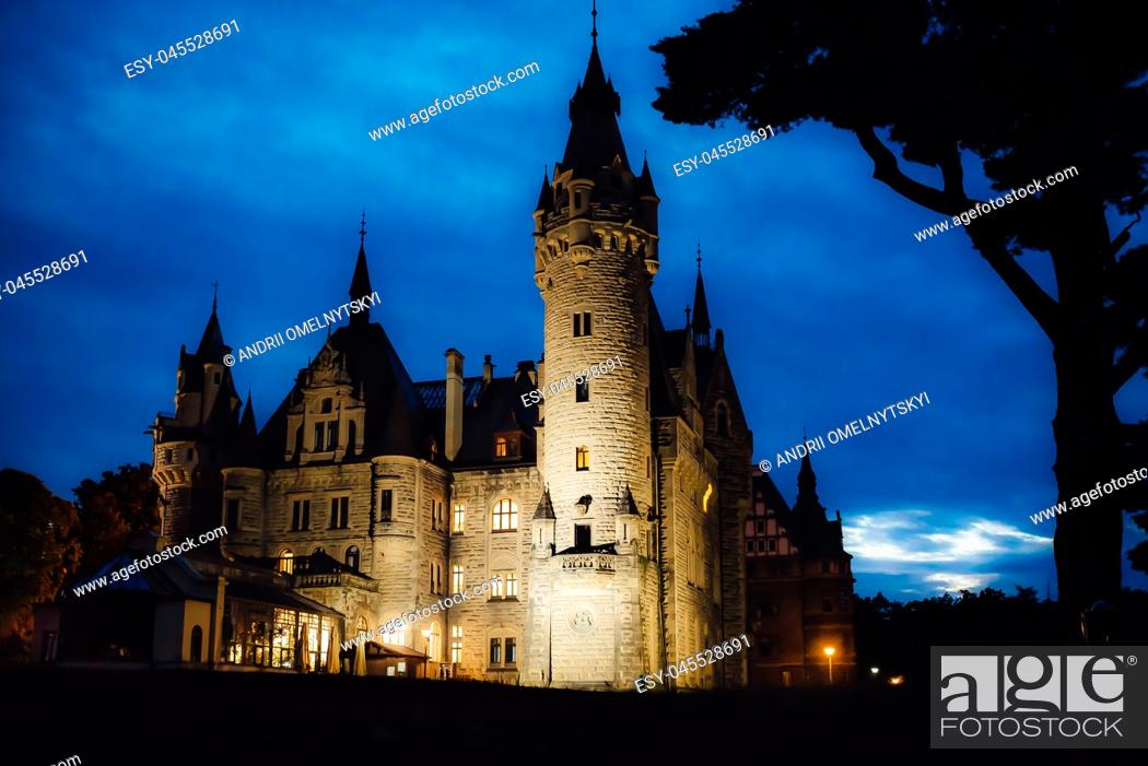 Imagen: old Polish castle in the village of moszna in the night lights.