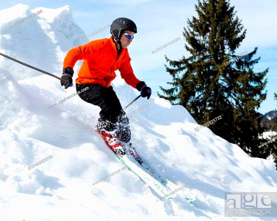 Stock Photo: Carvender Skifahrer.