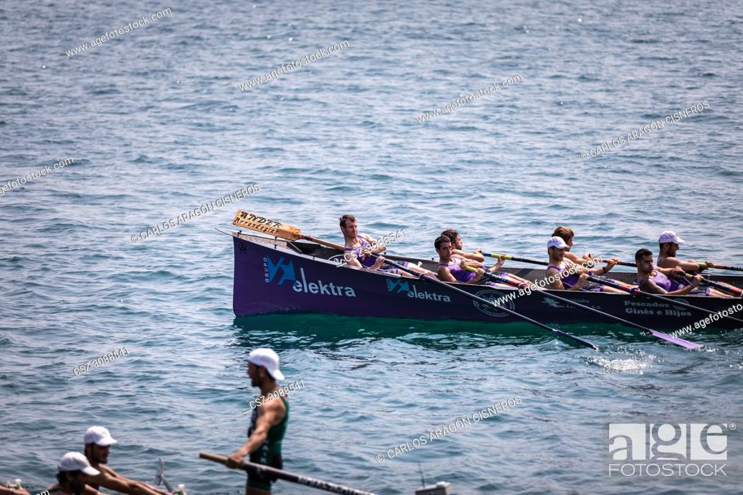 Photo de stock: CASTRO URDIALES, SPAIN - JULY 15, 2018: Competition of boats, regata of traineraa, San Pedro boat in action in the VI Bandera CaixaBank competition.