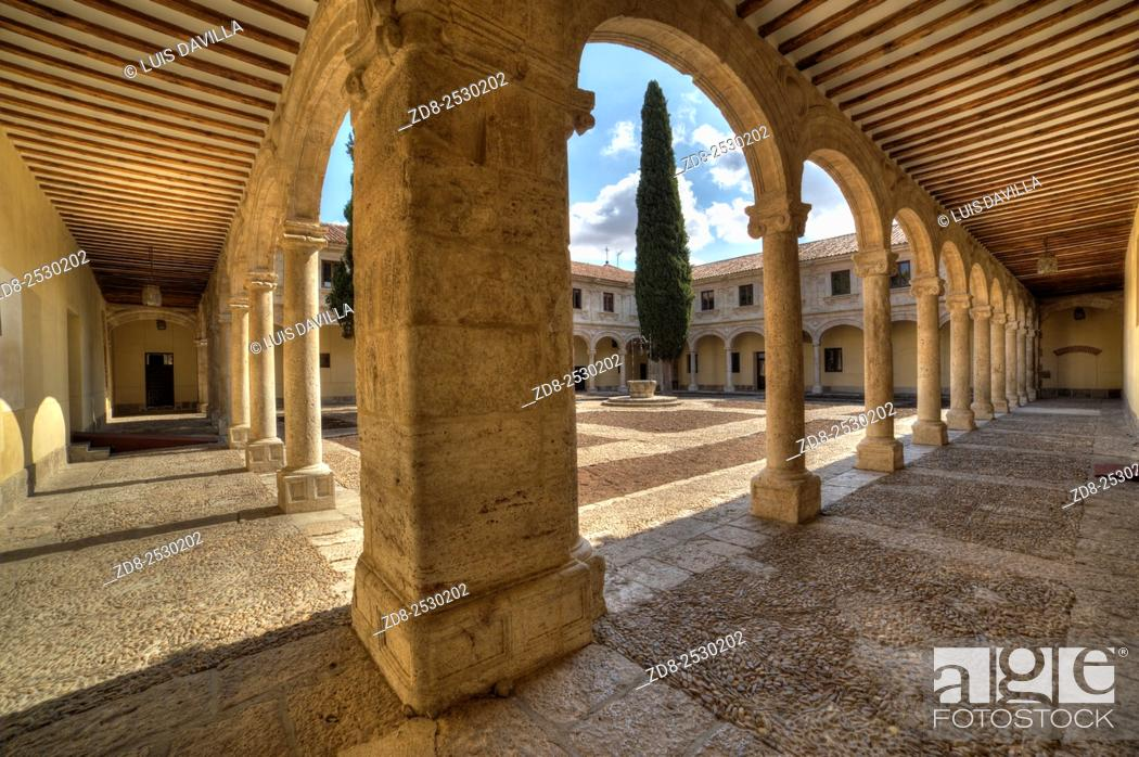 Stock Photo: trilingue courtyard in university of alcala de henares. Spain.