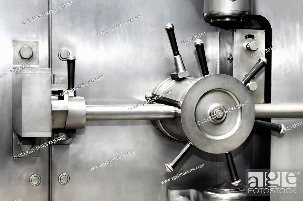 Photo de stock: Shiny stainless steel bank vault safe door lock. Banking, security, investment concept.