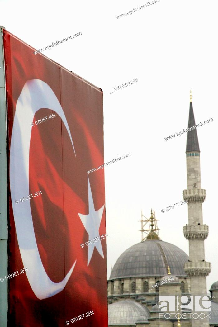 Turkish flag and the Yeni Camii - Istanbul, Turkey, 16/02/2007