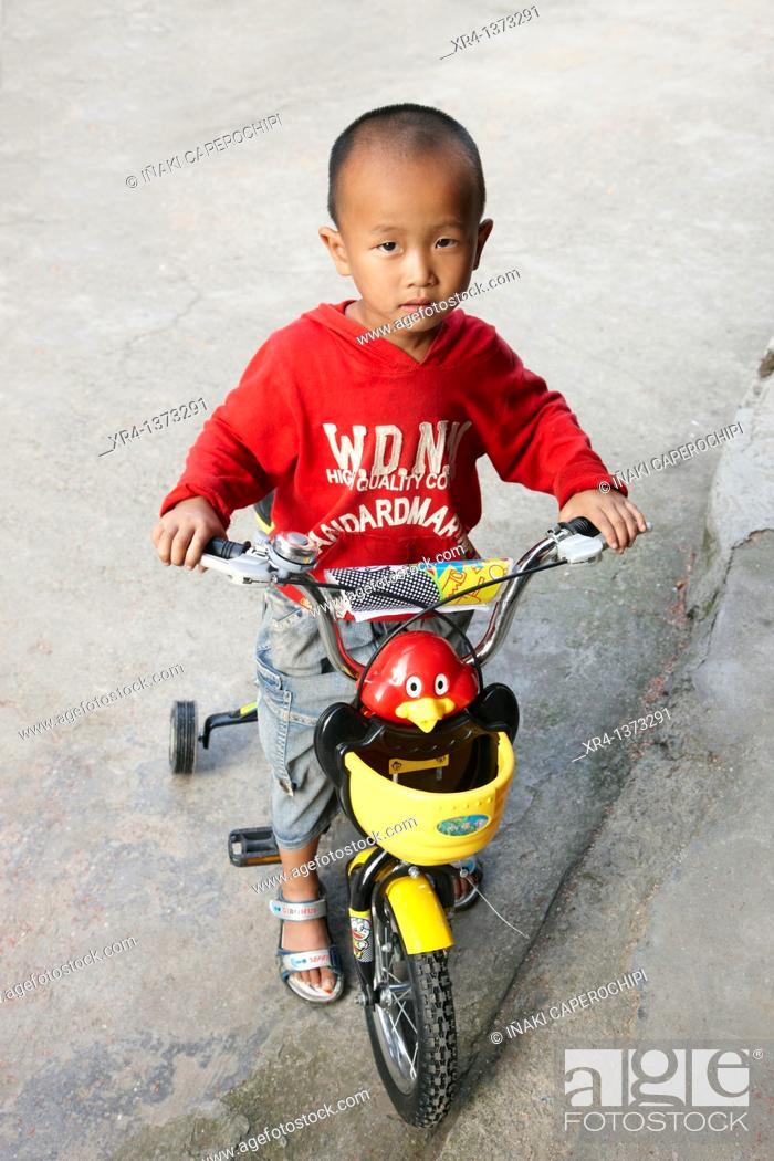 Stock Photo: Street children, Shiqiao, Guizhou, China.