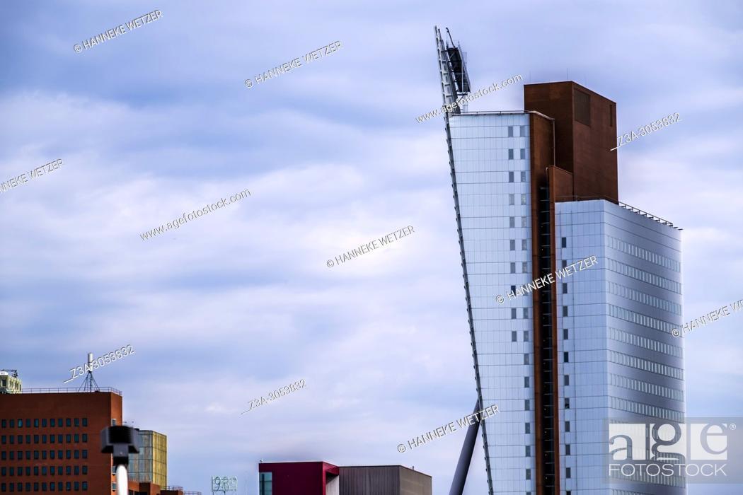Imagen: The Venture, modern architecture in Rotterdam, The Netherlands, Europe.