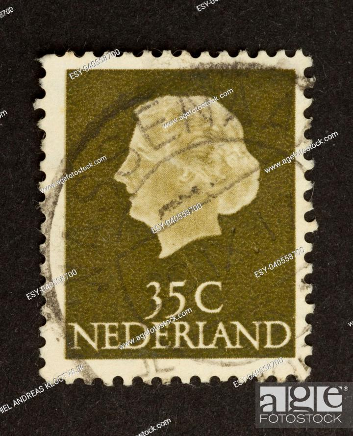 Photo de stock: HOLLAND - CIRCA 1970: Stamp printed in the Netherlands shows the queen (Juliana), circa 1970.