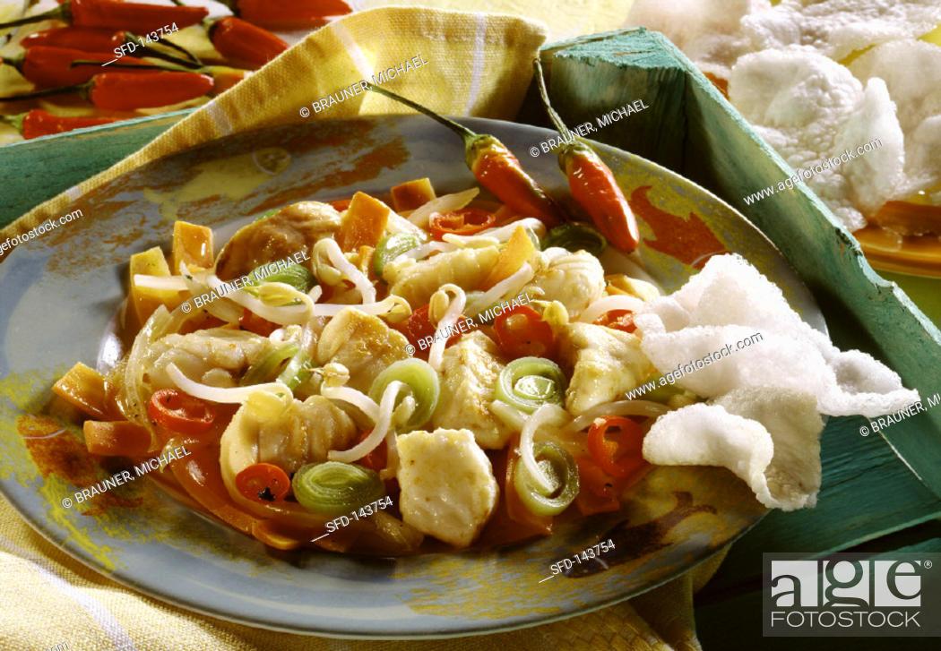 Stock Photo: Australische Fischpfanne mit Peperoni, Sprossen, Lauch.