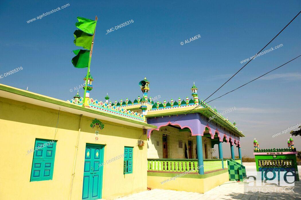 Stock Photo: India, state of Gujarat, Kutch, Narayan Sarovar mosque.