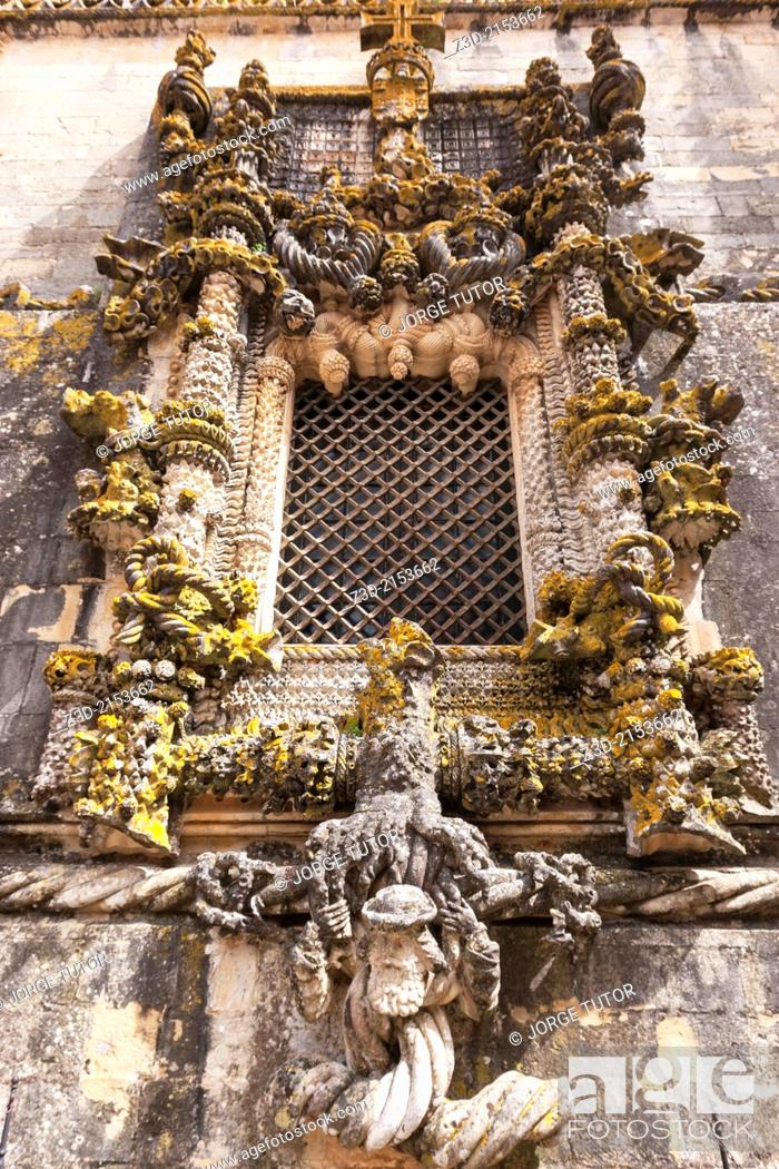 Imagen: Chapterhouse window, Manueline style, made by Diogo de Arruda in 1510-1513. Convent of the Order of Christ, Tomar. Santarém District. Portugal.