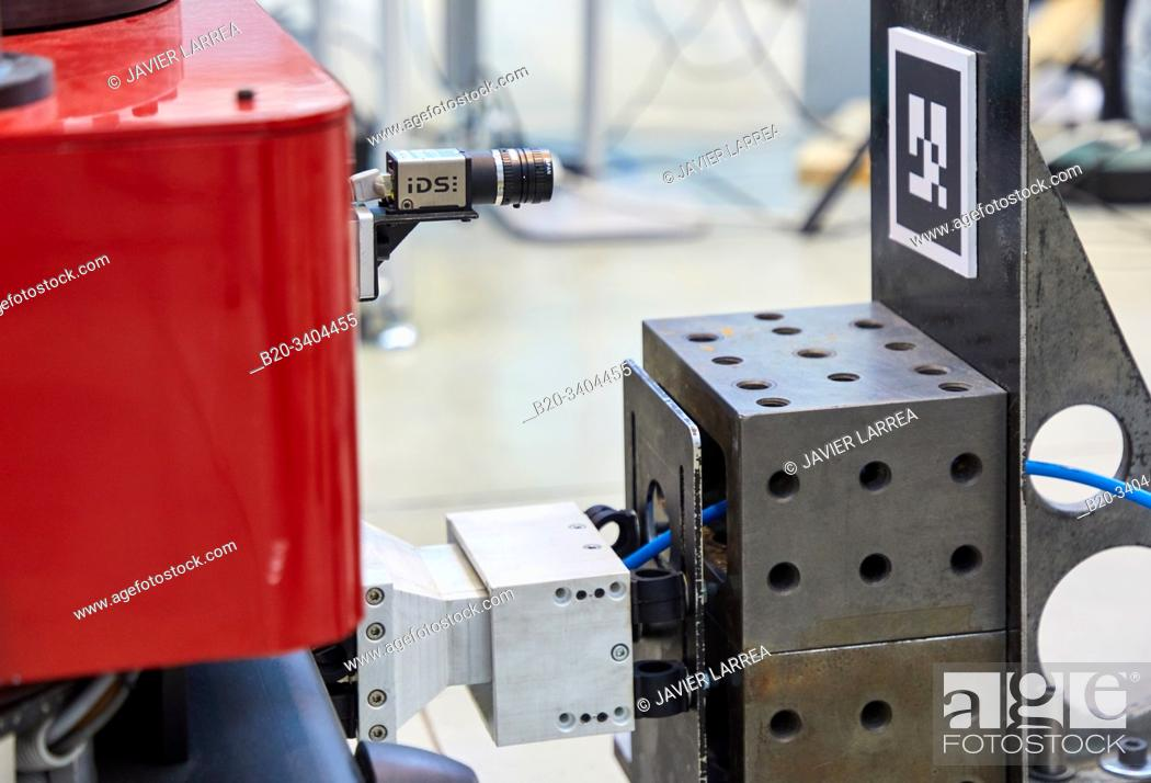 Imagen: Use of flexible robotics in industrial manufacturing processes, Mobile robot, Advanced manufacturing Unit, Technology Centre, Tecnalia Research & Innovation.