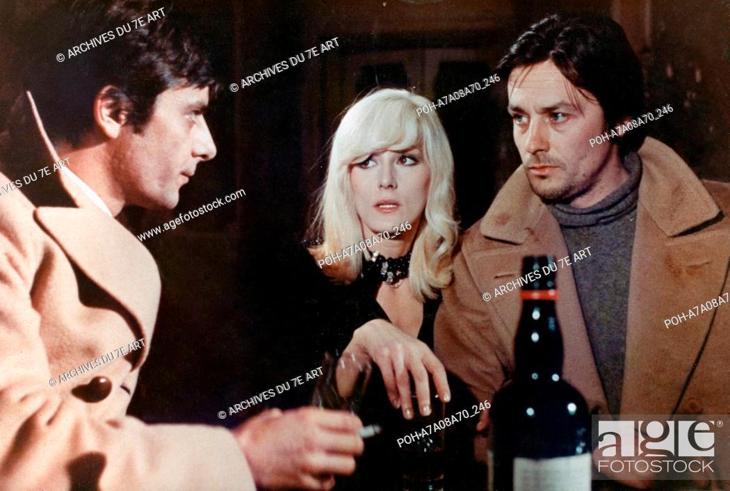Stock Photo: La Prima notte di quiete Indian Summer Year: 1972 - Italy Alain Delon, Giancarlo Giannini  Director: Valerio Zurlini. It is forbidden to reproduce the.