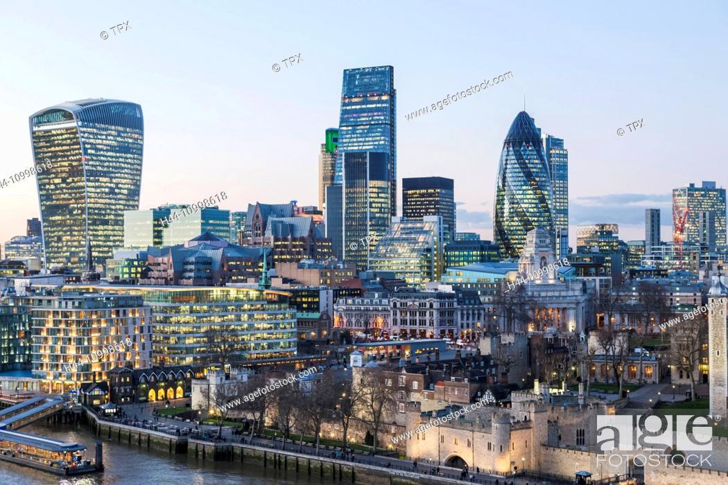 Imagen: England, London, City Skyline View from Tower Bridge.