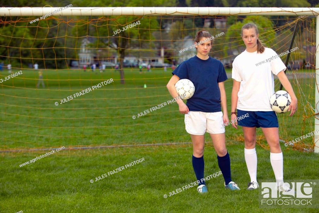 Imagen: Teenage girls holding soccer balls.