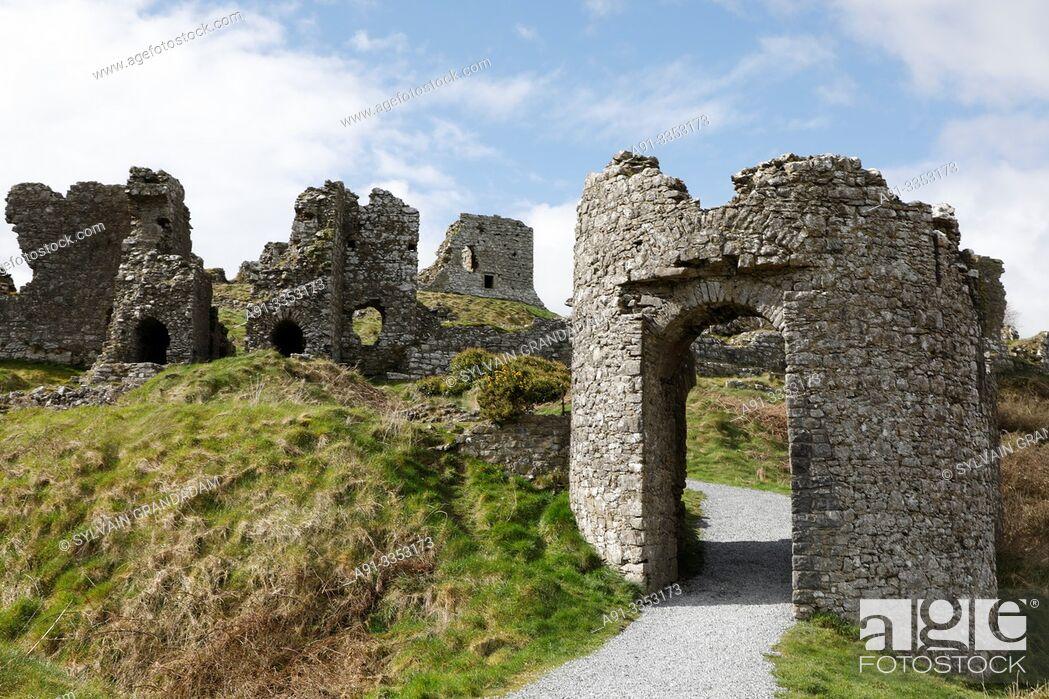 Stock Photo: Ireland, dunamase, ruins of the dunamase normand fortress destroyed by Cromwell.