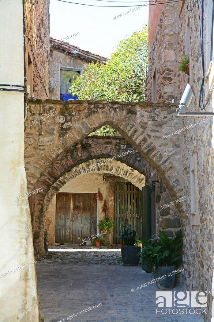 Stock Photo: Hotel 3 Arcs. Medieval town of Besalú, La Garrotxa, Province of Girona, Catalonia, Spain, Europe.