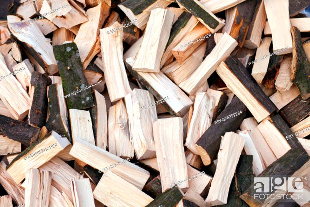 Imagen: Firewood background - chopped firewood on a stack.