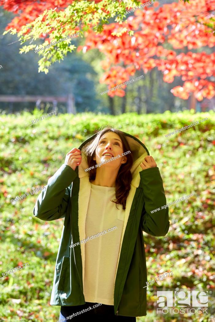 Imagen: Woman, Autumn, Pagoetako Parke Naturala, Pagoeta Natural Park, Aya, Gipuzkoa, Basque Country, Spain.