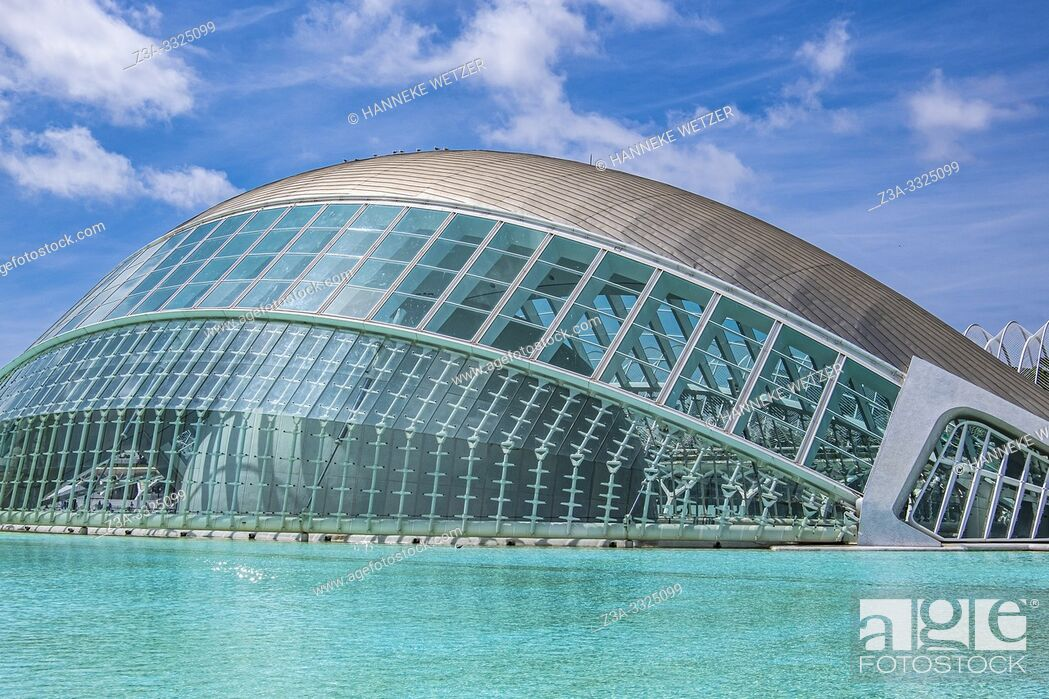 Imagen: Planetarium at Ciudad de las artes y las ciencias, City of Arts and Science in Valencia, Spain, Europe.