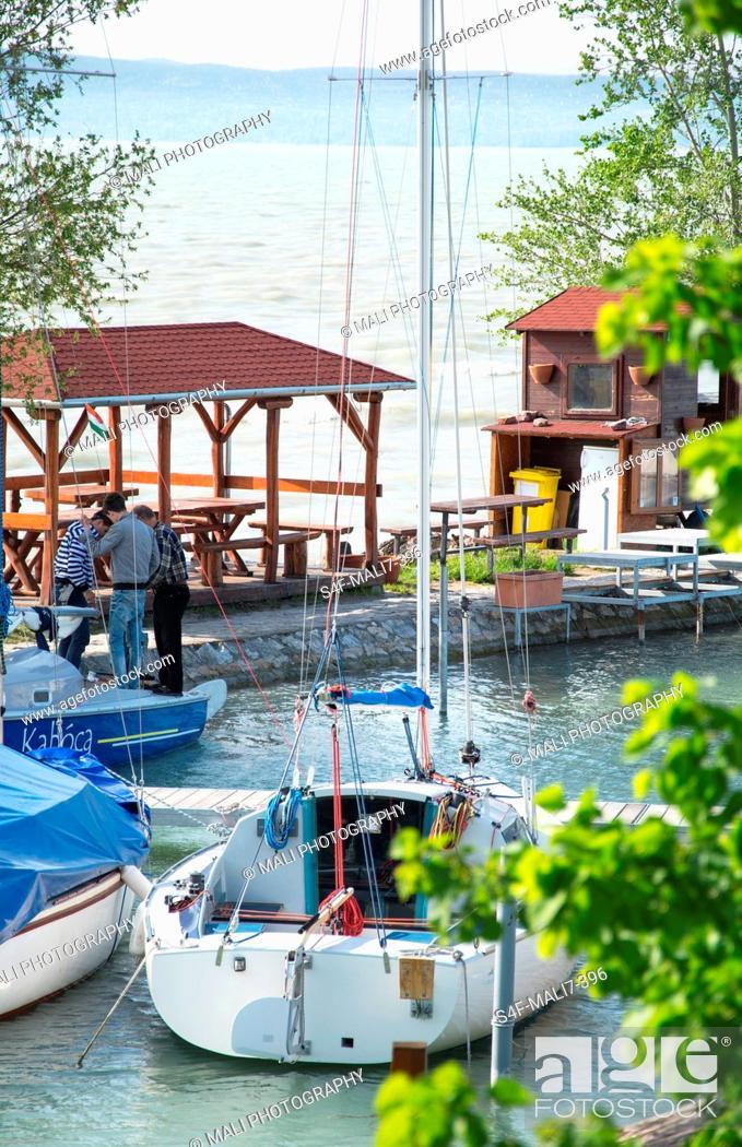 Imagen: Kroatien, Segelboot am Hafen.
