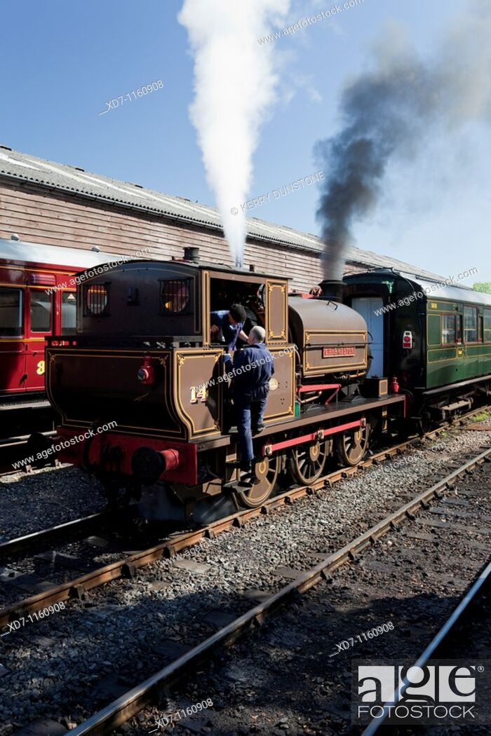 Imagen: England Kent Tenterden Station with Locomotive No  14 'Charwelton'.