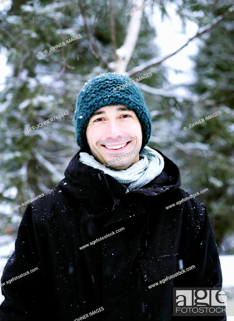 Imagen: Portrait of a man in a wintry forest, Norway.