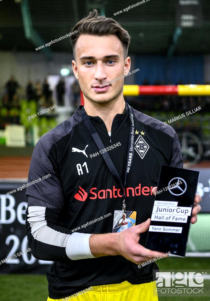 Hall Of Fame Maximilian Bruell Borussia Monchengladbach Receives The Recording Trophy For Yann Stock Photo Picture And Rights Managed Image Pic Pah 128326345 Agefotostock
