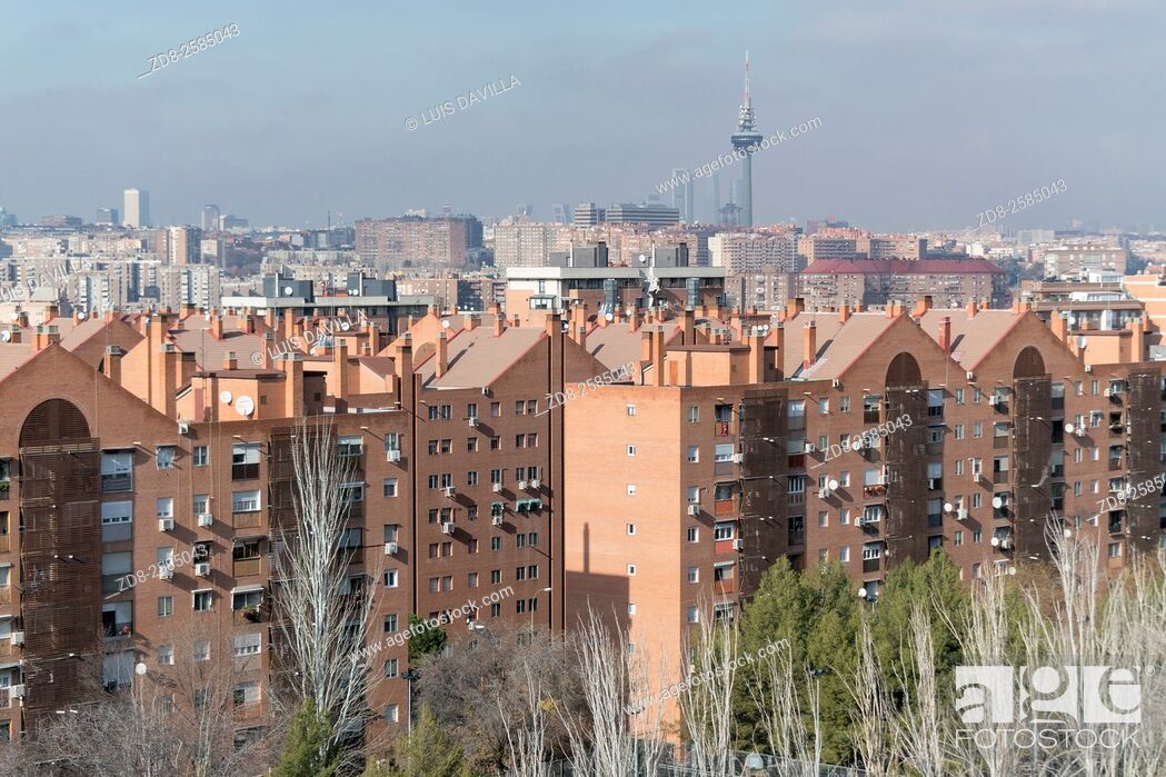 Imagen: madrid skyline from cerro tio pio park in vallecas district, madrid. spain.