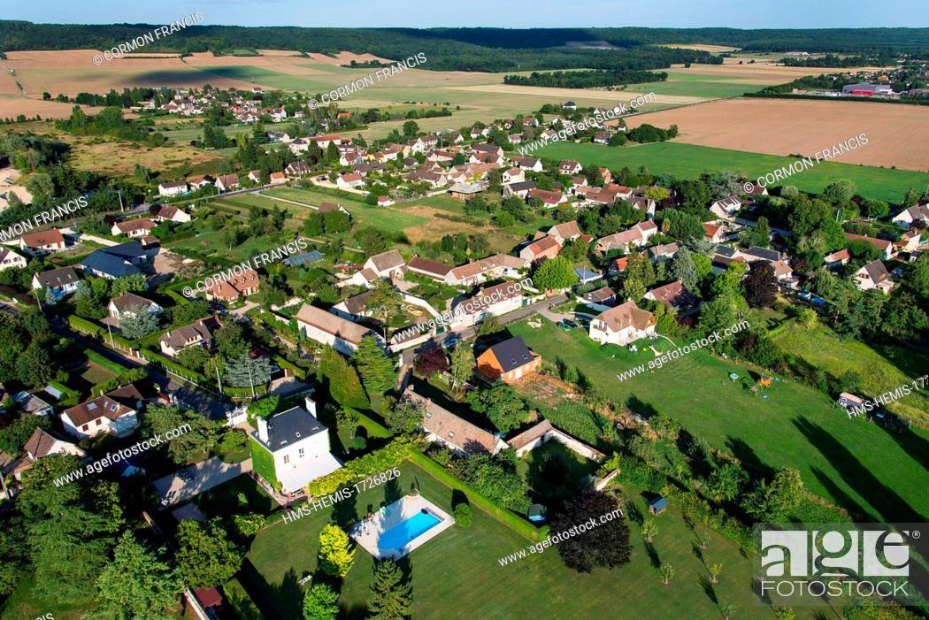 Imagen: France, Eure, Notre Dame de l'Isle (aerial view).