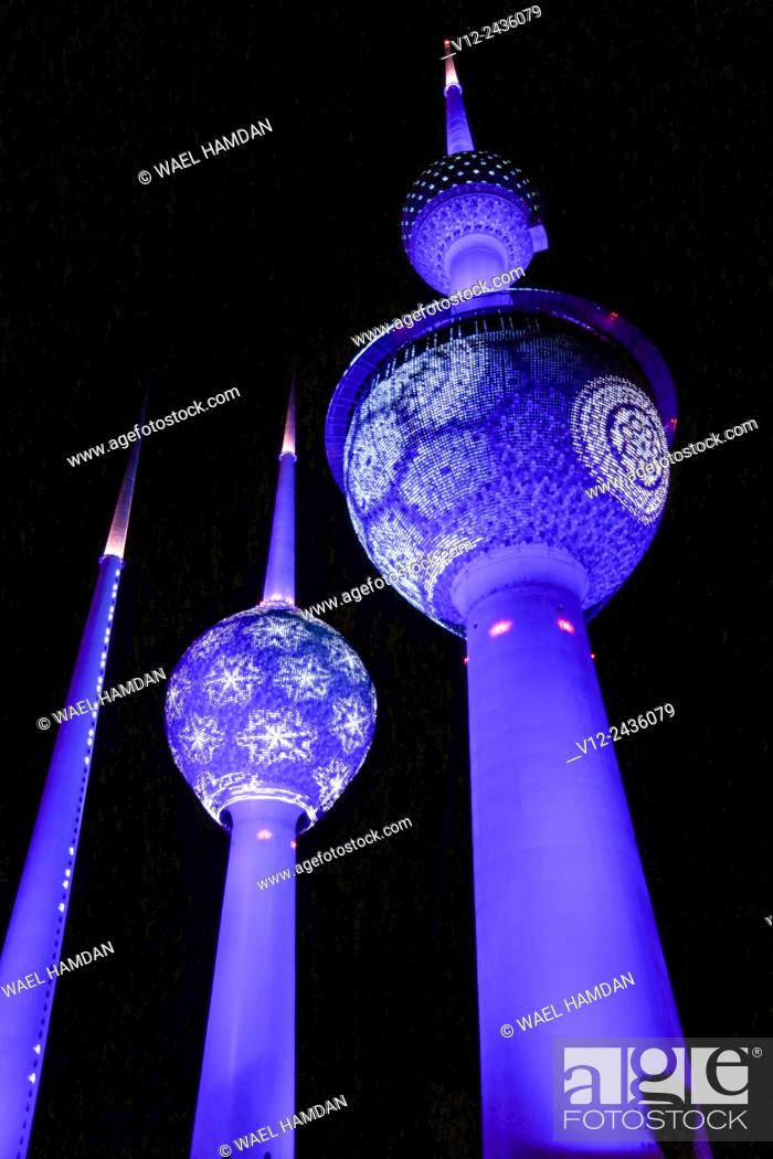 Imagen: Lights show at Kuwait Towers at night, Kuwait, Kuwait City.