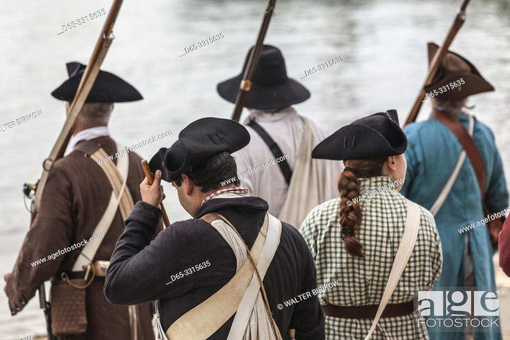 Photo de stock: USA, New England, Massachusetts, Cape Ann, Gloucester, re-enactors of the Battle of Gloucester, August 8-9, 1775, battle convinced the Americans of the need of.