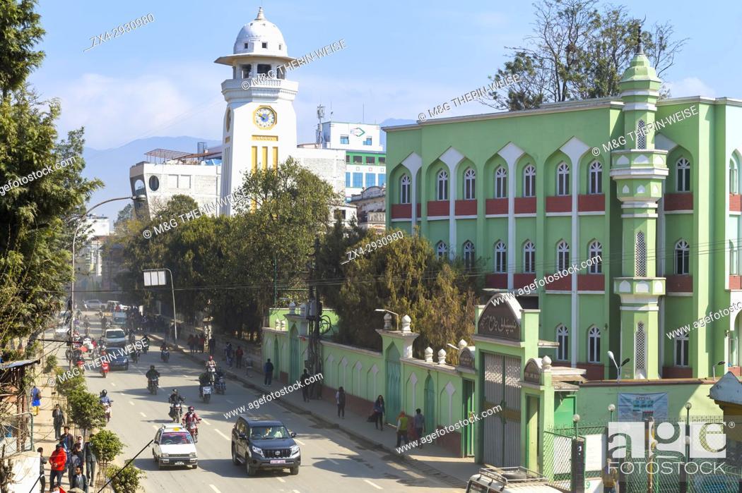Imagen: Durbar Marg Avenue and Madrasa Islamiya School, Kathmandu, Nepal.