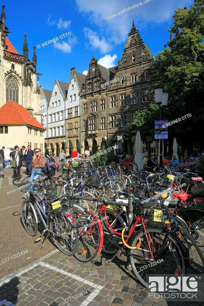 Stock Photo: Germany, Muenster, Westphalia, Muensterland, North Rhine-Westphalia, Lamberti church square, gable houses, bicycle parking lot, bicycles.