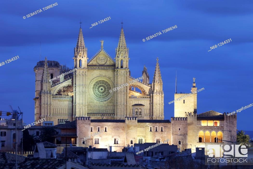 Stock Photo: Cathedral of Palma at dusk, Majorca, Spain.