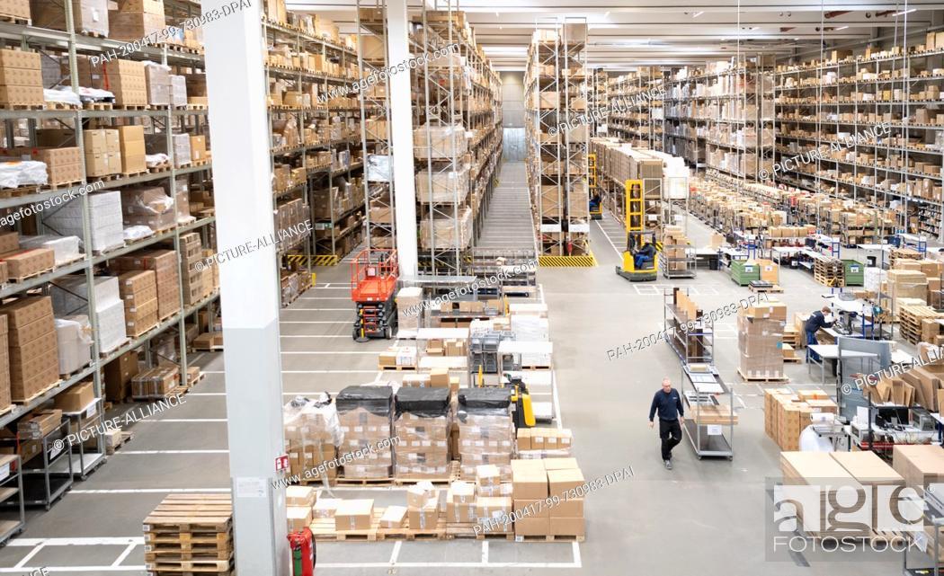 Stock Photo: 16 April 2020, Brandenburg, Großbeeren: High shelves and packing tables at the logistics service provider Rhenus Warehousing Solutions SE & Co. KG.