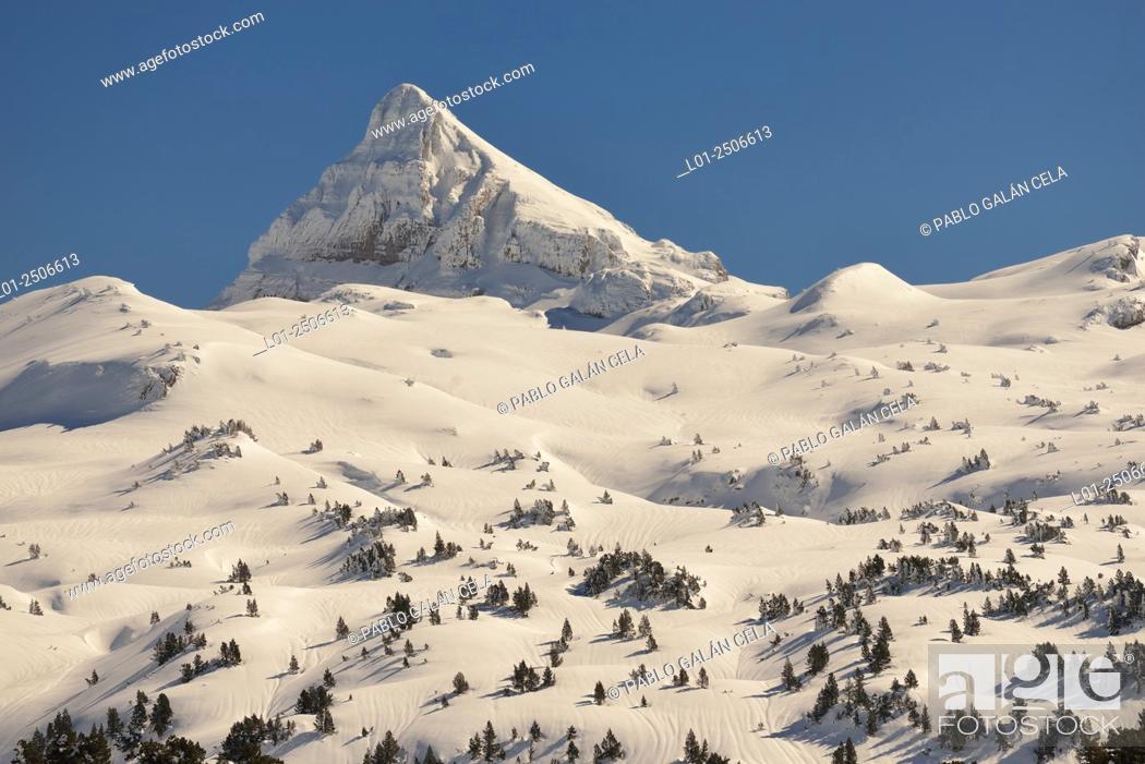 Imagen: Pic d'Anie 2507 m desde el col de la Pierre St. Martin, entre Francia y España.