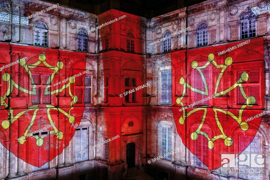 Stock Photo: France, Haute Garonne, Toulouse, listed at Great Tourist Sites in Midi Pyrenees, Assezat Mansion, projected audiovisual show on the main façade of the monument.