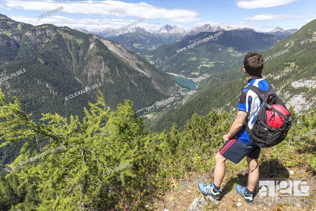 Photo de stock: Europe, Italy, Veneto, San Tomaso Agordino, Dolomites, hiker looking Alleghe and the lake from the Col Mandro lookout.
