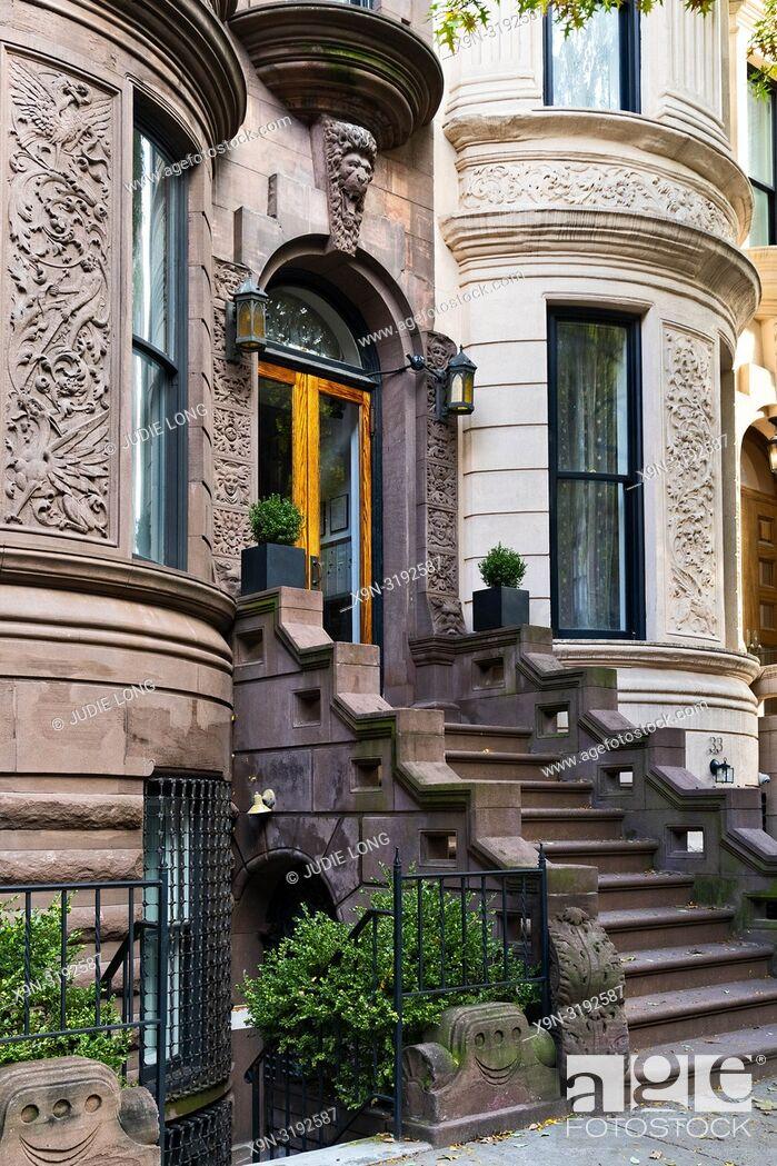 Imagen: New York City, Manhattan, Upper West Side. Brownstone Townhouse Stairway and Entry.