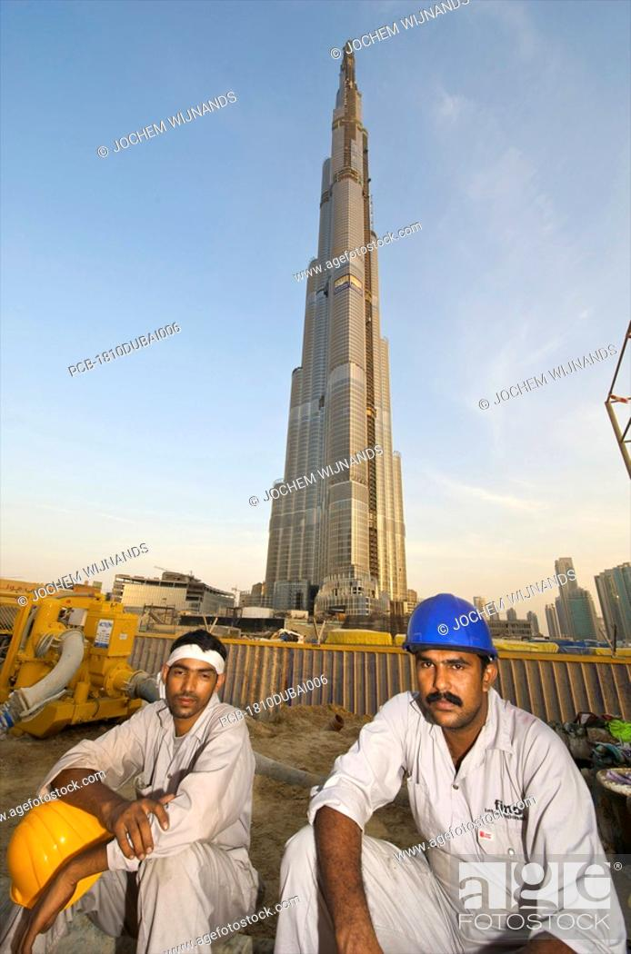 Dubai, Burj Dubai, migrant workers building the tallest