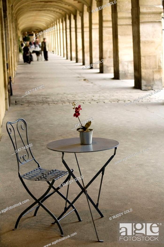 Stock Photo: Paris. France. Place des Vosges. Surrounded by shady arcades that shelter beautiful boutiques, this square, situated in the heart of the Marais.